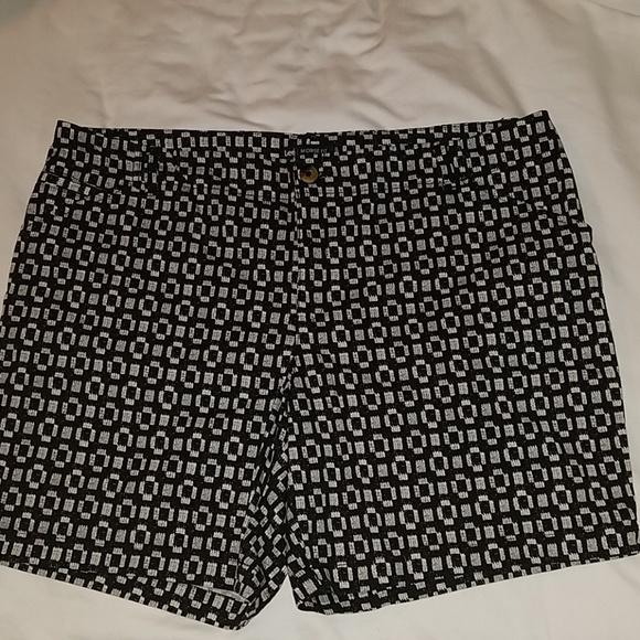 Lee Pants - EUC Lee Midrise black & white shorts 18W, like new